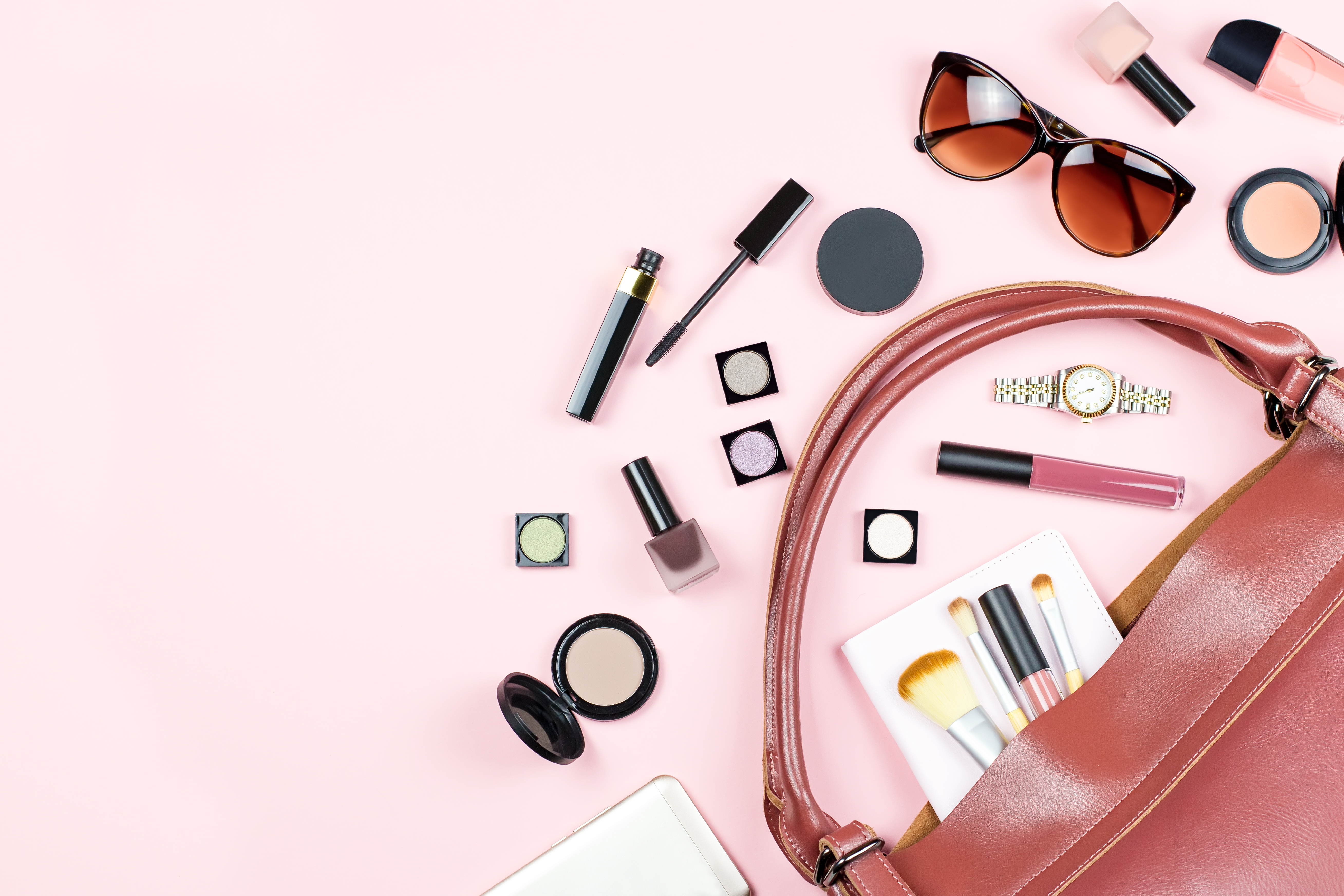 Beauty Essentials You Should Keep In Your Handbag